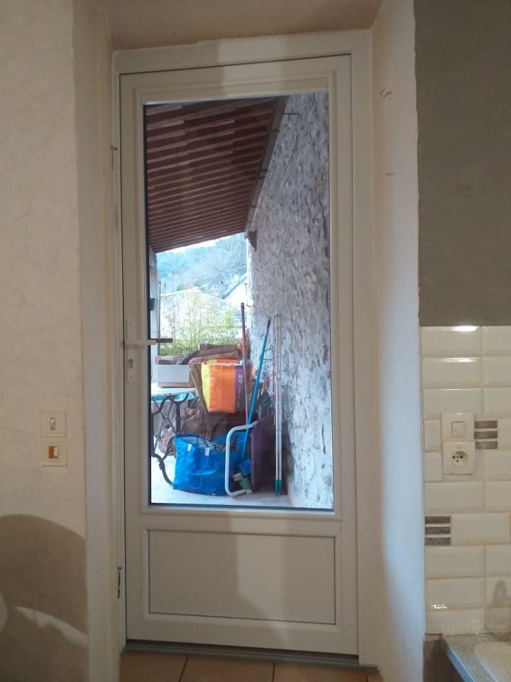 Porte-fenêtre PVC intérieur blanc